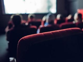 """El Gobierno otorgará 5 mil pesos a jóvenes de bajos recursos para usar en cines, recitales y """"bienes y servicios culturales"""""""